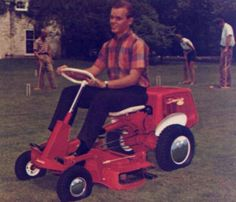 Look at that beautiful new Simplicity Wonderboy! Antique Tractors, Vintage Tractors, Tractor Mower, Lawn Mower, Lawn Equipment, Outdoor Power Equipment, Simplicity Tractors, Grass Cutter, Cool Technology