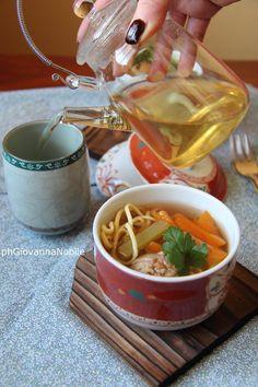 Minestra di tagliolini all'uovo home made, polpettine e verdure di stagione