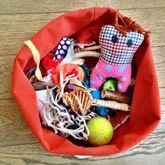 Panereta dels tresors Treasure Basket, Infant Activities, Baby Car Seats, Play, Decor, Bread Baskets, Hampers, Create, Decoration