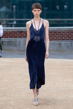 The complete Jonathan Simkhai Spring 2020 Ready-to-Wear fashion show now on Vogue Runway. Fashion Week, Fashion 2020, Runway Fashion, Spring Fashion, High Fashion, Looks Chic, Looks Style, Jonathan Simkhai, Fashion Show Collection