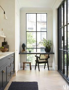 See Inside the Couple's Home Renovation Collaboration with Elizabeth Roberts - Architectural Digest Architectural Digest, Home Interior, Interior Design Kitchen, Interior Decorating, Townhouse Interior, London Townhouse, Brownstone Interiors, Danish Interior Design, Victorian House Interiors