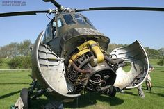 Sikorsky with radial - engine Military Helicopter, Military Aircraft, Diorama, Radial Engine, Aircraft Engine, Jet Engine, Beautiful Lines, Vietnam War, Scale Models