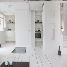 Binnenkijken bij Deense architect Jonas Bjerre-Poulsen! Zie link in bio. #binnenkijker #binnenkijken #hometour #scandinavian #scandinaviandesign #nordic #danish #whiteliving #witwonen #interieur #interior #bolig