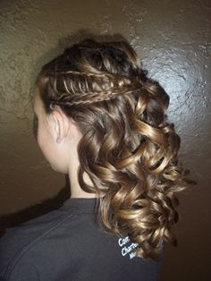My cousins let me play with their hair in preparation for Prom.  Here's the ladder braid... And lots of big curls!