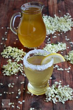 CAIETUL CU RETETE: Sirop de soc Fancy Drinks, Romanian Food, Juice Smoothie, Health Snacks, Dental Health, Beverages, Easy Meals, Food And Drink, Healthy Recipes