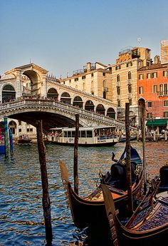 Venecia Italia, we rode a water taxi like this to the island of Venice.
