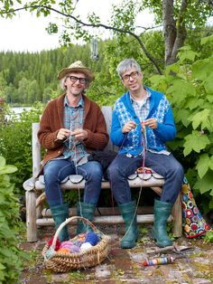 Today some news from the knitting world :) Arne and Carlos - a now well-known pair of knitwear designers from Scandinavia have go. Knitting Humor, Knitting Books, Knitting Charts, Knitting Stitches, Crochet Wool, Wool Yarn, Arne And Carlos, Sculpture Textile, Diy Trend
