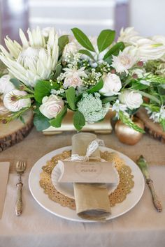 Gold Metallic Place Setting | See More Ideas: http://thebridaldetective.com/the-ultimate-guide-to-metallics/