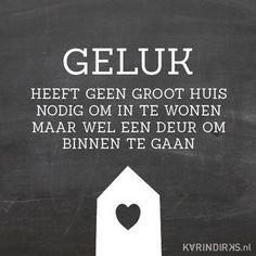 Bekijk de foto van KARINDIRKS met als titel Canvas met de tekst: Geluk heeft geen groot huis nodig om in te wonen, maar wel een deur om binnen te gaan.  Zo mooi en waar.  Zet jij een deur open voor je eigen geluk? Genieten van kleine dingetjes daar gaat het natuurlijk om. Het is dus heel fijn om deze quote in huis te hebben. En mooi is ie natuurlijk ook. en andere inspirerende plaatjes op Welke.nl.