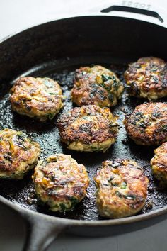 Homemade Chicken Sausage Patties with Spinach and Caramelized Onions that you can make ahead of time and serve with any meal! Paleo and compliant. Homemade Sausage Recipes, Paleo Recipes, Chicken Recipes, Cooking Recipes, Chicken Treats, Kebab Recipes, Paleo Breakfast, Breakfast Recipes, Breakfast Crockpot