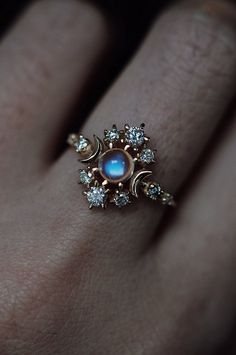Bague Cosmos errant Pierre de lune - sofia zakia // Bague Cosmos errant Moonstone Best Picture For diy crafts For Your Taste You are l - Diamond Jewelry, Gold Jewelry, Jewelry Rings, Jewelry Box, Jewelry Accessories, Jewelry Design, Gemstone Jewelry, Jewelry Making, Jewelry Storage