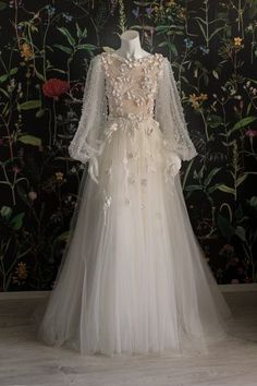 Spoil yourself with this bohemian dessert made out of tulle cream and coconut syrup. Sprinkle pearls and sugar flowers and serve with french music. Muslimah Wedding Dress, Muslim Wedding Dresses, Dream Wedding Dresses, Bridal Dresses, Wedding Gowns, Muslim Brides, Muslim Dress, Elegant Dresses, Pretty Dresses
