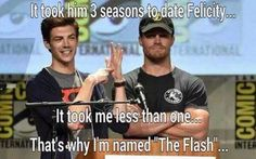 What they need here is Melissa benoist wearing a green arrow tee shirts cause Stephen is wearing the flash , grant is wearing superman/supergirl and so Melissa needs a green arrow hoody or something . don't you agree . Fandoms Unite, Flash And Arrow, Marvel Dc, Arrow Memes, Arrow Funny, The Flashpoint, Dc Comics, Flash Funny, O Flash