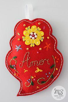 Personalized Portuguese Heart With magnets inside. ---------------------------------------------- Coração Portugues personalizado Com ímans no interior. 15cm x 11cm Pyrography, Hand Embroidery, Portugal, Hobbies, Christmas Ornaments, Create, Holiday Decor, Interior, Home Decor