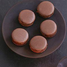 Schoko-Macarons mit Kardamom und Kaffee