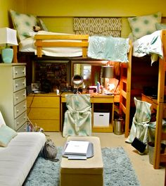 Dorm room set-up... why did I never think of that?! http://www.thepageantplanet.com