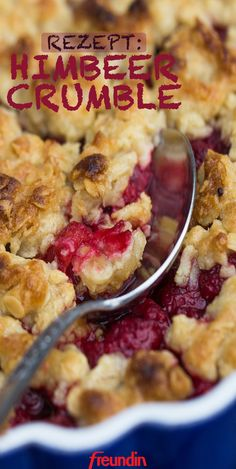 You have to try this raspberry crumble recipe freundin.de- Here comes a super simple, quick and delicious dessert recipe for all those with a sweet tooth – raspberry crumble Quick Dessert Recipes, Easy Appetizer Recipes, Easy Desserts, Delicious Desserts, Cake Recipes, Yummy Food, Quick Recipes, Raspberry Crumble, Raspberry Recipes