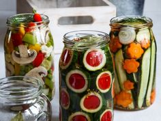 KŘEHKÁ NAKLÁDANÁ ZELENINA - Inspirace od decoDoma Caprese Salad, Preserves, Vegetables, Food, Preserve, Meal, Essen, Vegetable Recipes, Hoods