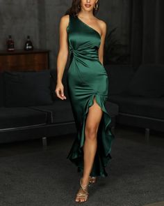 One Shoulder Twisted Ruffles Evening Dress - 2020 New Prom Dresses Fashion - Fashion Of The Year Trend Fashion, Look Fashion, Fashion Goth, Fashion Women, Green Evening Dress, Evening Dresses, Blue Green Dress, Dress First, The Dress