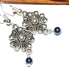Hey, I found this really awesome Etsy listing at https://www.etsy.com/listing/167361591/silver-flower-earrings-antique-casual