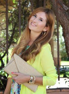 Casual Look. Look con vestido tropical. A trendy life. #casual #tropicaldress #blazerlima #goldsandals #details #zara #sheinside #luxenter #tous #amichi #outfit #fashionblogger #atrendylife www.atrendylifestyle.com