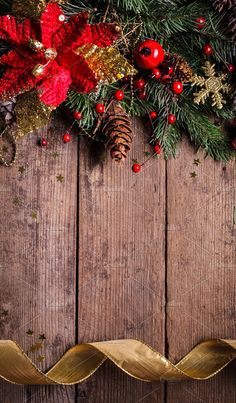 Christmas border design with red and gold baubles Christmas Images Wallpaper, Christmas Phone Backgrounds, Christmas Phone Wallpaper, New Year Wallpaper, Winter Wallpaper, Holiday Wallpaper, Christmas Pictures, Holiday Photos, Christmas Border