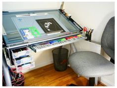 Futura Glass Drafting Table - New Deko Sites Home Art Studios, Art Studio At Home, Bureau D'art, Rangement Art, Drawing Desk, Art Studio Organization, Art Storage, Art Desk, House Design