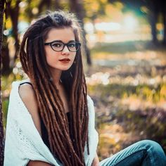 Dreads look nice with glasses 👓 Cute Dreads, Beautiful Dreadlocks, White Girl Dreads, Dreads Girl, Pelo Rasta, Rasta Girl, Dread Braids, Box Braids, Dreadlock Rasta