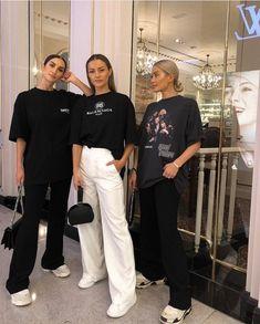 Korean Fashion Trends you can Steal – Designer Fashion Tips Mode Outfits, Fashion Outfits, Womens Fashion, Fashion Trends, Fashion Hats, Fashion Accessories, Fashion Killa, Look Fashion, Skin Girl