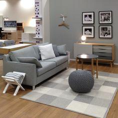 TENNESSEE 3H sohva, ELSA-rahi, AVON-senkki, MYLO-sohvapöytä ja CHECK-matto Kuopion myymälässä.
