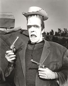 THE MUNSTERS - TV SHOW PHOTO #X77