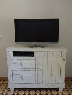 Pallet chest drawer/tv stand in bedroom with TV Stand pallet Furniture Chest