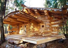 Beautiful little cabin! Tiny Log Cabins, Log Cabin Homes, Cabins And Cottages, Cabins In The Woods, House In The Woods, Earthship Home, Log Cabin Designs, Forest House, Little Houses