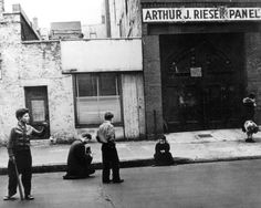 Arthur Leipzig, a Photographer Inspired by Everyday Life in New York, Dies at 96 - NYTimes.com The photographer is photographed. Arthur Leipzig taking pictures on a New York City street while studying the form at the Photo League during the 1940s.