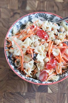 Ceasar Pasta Salad with Chickpeas: tasty vegetarian pasta salad perfect for lunch or dinner. My daughter asks for this in her lunchbox!: