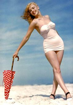 Marilyn Monroe on the beach by Andre de Dienes in 1949.