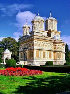 Manastirea Curtea de Arges, Romania Byzantine Architecture, Church Architecture, Bulgaria, Beautiful Roads, Amazing Buildings, Patras, Episcopal Church, Place Of Worship, Culture Travel