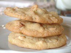 Esta es una receta de galletas originales. Combinar el chocolate blanco con nueces de Macadamia es un acierto … pruébalas!!