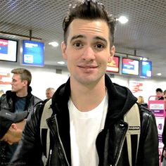 my gif panic! at the disco brendon urie bden i needed to say that panic positivity Emo Bands, Music Bands, Rock Bands, Dallon Weekes, Lauren Daigle, Chris Tomlin, Panic! At The Disco, Thing 1, Pierce The Veil