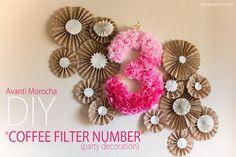 Agosto es el mes de mi cumpleaños es por eso que decidí hacer este me diferentes DIYs que unos puede usar en sus fiestas. El primer DIY es este hermoso número hecho con filtros de café y pintura acrílica. La inspiración para este proyecto vino de Pinterest, creo que lo …