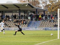 Der Außenseiter machte es gut, der Bundesliga-Vierte konnte zuletzt verletzten Spielern Einsatzzeit geben: So gesehen stellte das 2:2 (0:1) im Testspiel zwischen Hertha BSC und Regionalligist Viktoria 1889 Berlin am Freitagnachmittag beide Seiten zufrieden.