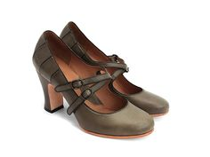 Whether you are looking for casual shoes or vintage high heels, Fluevog women's shoes are more than a fashion statement. Cute Shoes, Me Too Shoes, Vintage High Heels, John Fluevog Shoes, Classic Outfits, Crazy Shoes, Casual Shoes, Gender, Footwear