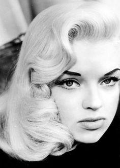 Diana Dors // vintage hair glam fingerwave old Hollywood Diana Dors, Hollywood Glamour, Classic Hollywood, Old Hollywood, Hollywood Makeup, Vintage Glamour, Vintage Beauty, Vintage Style, Pelo Vintage