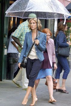 I want such an umbrella every New York girl seams to have #GossipGirl