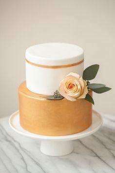 Single tier gold & white cake. #blingwedding #bling #blingcake #weddingcake #cake #hisandhersconfections
