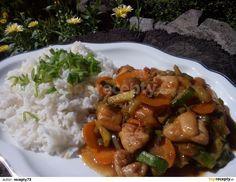 Kuřecí maso pokrájíme na kostičky nebo nudličky, které zakapeme cca lžičkou oleje, okořeníme kořenící směsí na čínu a pokud kořenící směs...