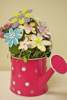 Polka dots and spring flowers just go together! A little bit of paper and some wire, a few die cuts and this charming spring decoration can be sitting in your windowsill.  #paper-flowers #scrapbooking