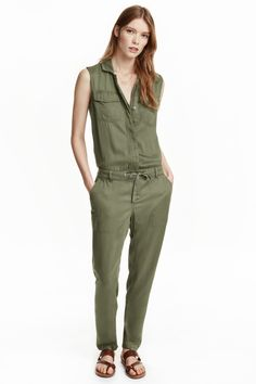 Sleeveless jumpsuit: Sleeveless jumpsuit in soft viscose twill with a collar and concealed buttons down the front, a drawstring at the waist and tapered legs. Flap chest pockets with a fastener, side pockets and welt pockets with a fastener at the back.