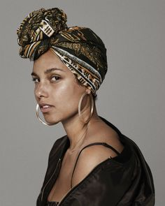 Alicia Keys - because you don't need make up to look beautiful. Mtv, Maybelline, Pretty People, Beautiful People, Mode Turban, Curly Hair Styles, Natural Hair Styles, Free Makeup, Black Is Beautiful
