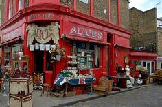6 Best Places to Find Unique Souvenirs in London